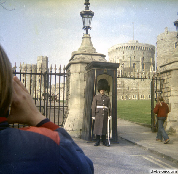 Garde devant le chateau de Windsor photo