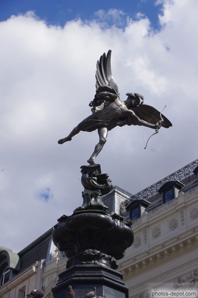 ange de l'amour a Piccadilly Circus photo